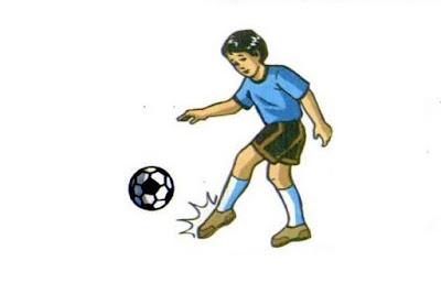 Menendang bola futsal dengan punggung kaki