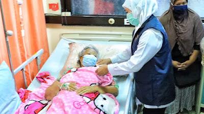 Kunjungi Korban Gempa di Blitar, Gubernur Khofifah Geleng - geleng Kepala, Puji Relawan Tetap Kerja Meski Puasa Ramadhan