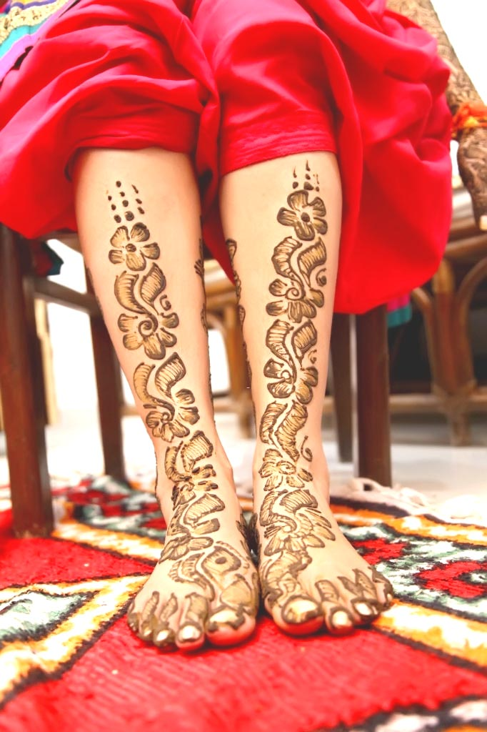 Arabic-Mehndi-Design-for-Feet-with-Shading