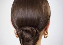 Coques é um penteado muito bonito e bastante elegante, é um penteado que é do tempo das nossas avós, mais que ainda é bastante usado pelas mulheres. O coque continua ainda um penteado muito usado pelas mulheres principalmente nas ocasiões importantes como em festas, casamentos, formatura. . Veja abaixo alguns modelos de coques