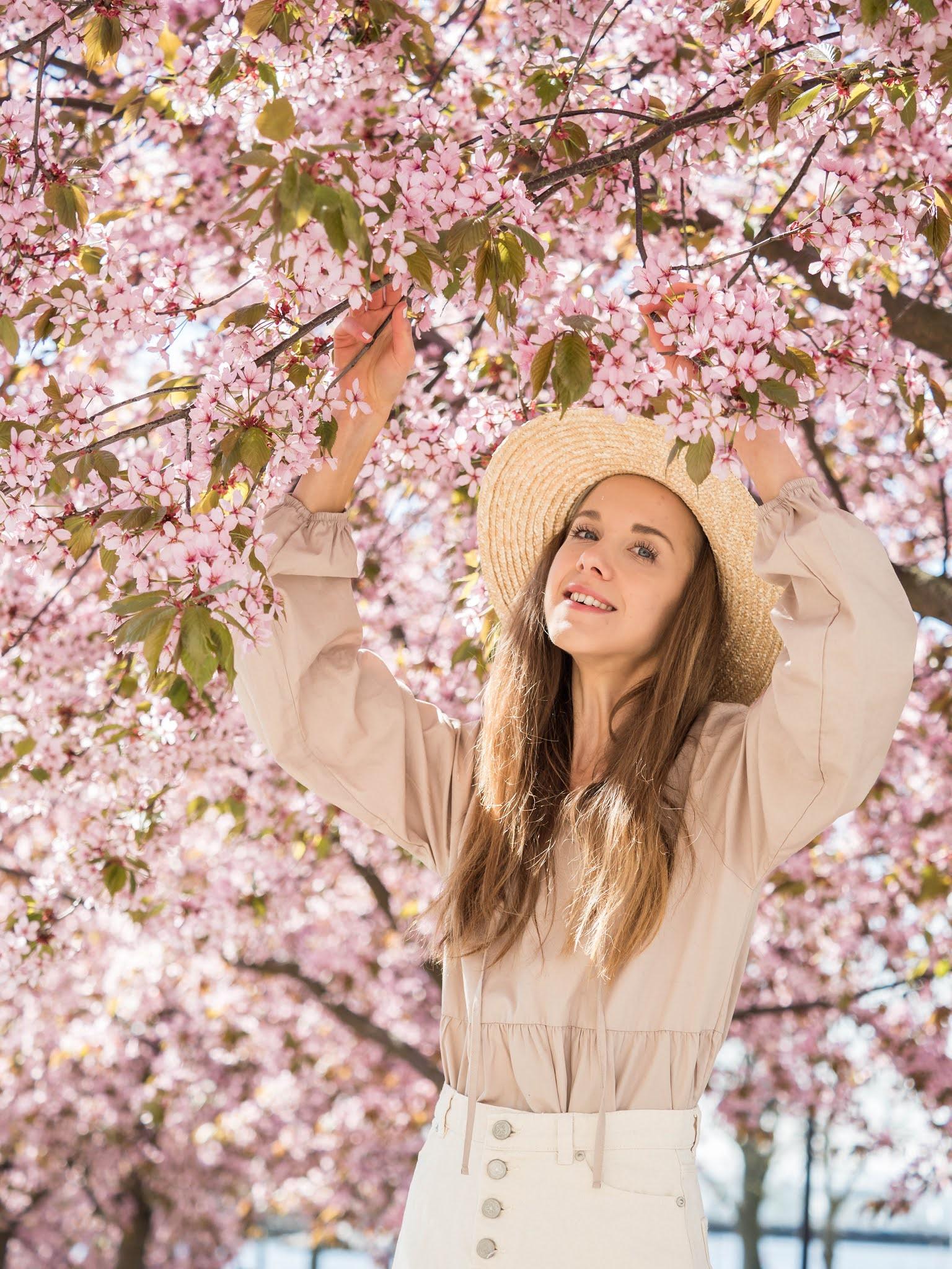 Kirsikankukat Helsinki, muotibloggaaja // Cherry blossoms in Helsinki, fashion blogger