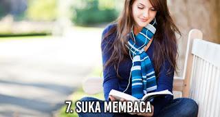 Suka Membaca akan membuat wanita lebih Menarik di Mata Pria