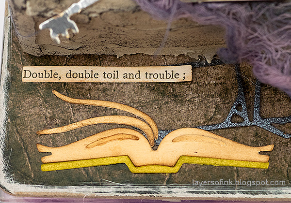 Layers of ink - Halloween Window Tutorial by Anna-Karin Evaldsson. Tim Holtz Sizzix Regions Beyond thinlits set.