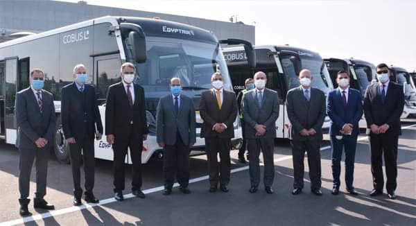وزير الطيران المدنى يتفقد أتوبيسات نقل الركاب الجديدة بمصر للطيران للخدمات الأرضي