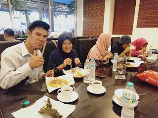 Makan bersama istri Dan teman - teman di Jakarya Fair kemayoran