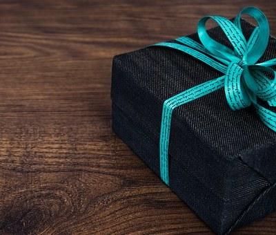 5 Etika Regifting (Memberikan Kado Lama sebagai Hadiah Baru)