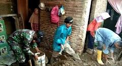 Tebing Belakang Rumah Longsor Menimpa Rumah Warga di Kandangserang Pekalongan