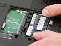 LCD / Layar laptop gelap meski indikator power laptop dan fan hidup
