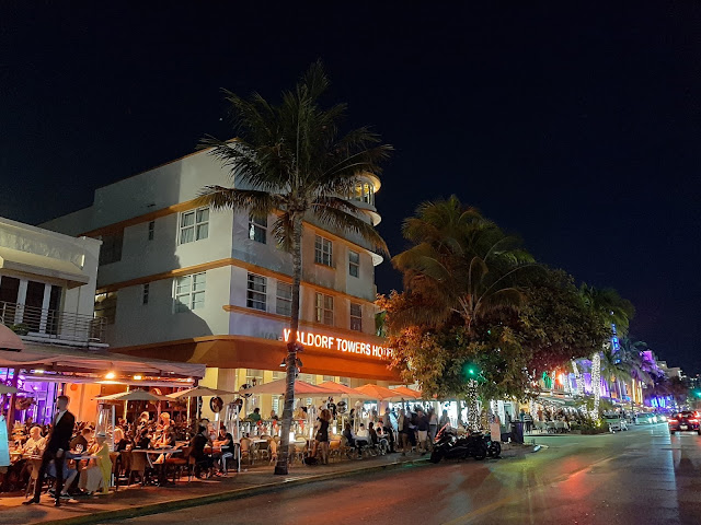 Ocean Drive por la noche. South Beach