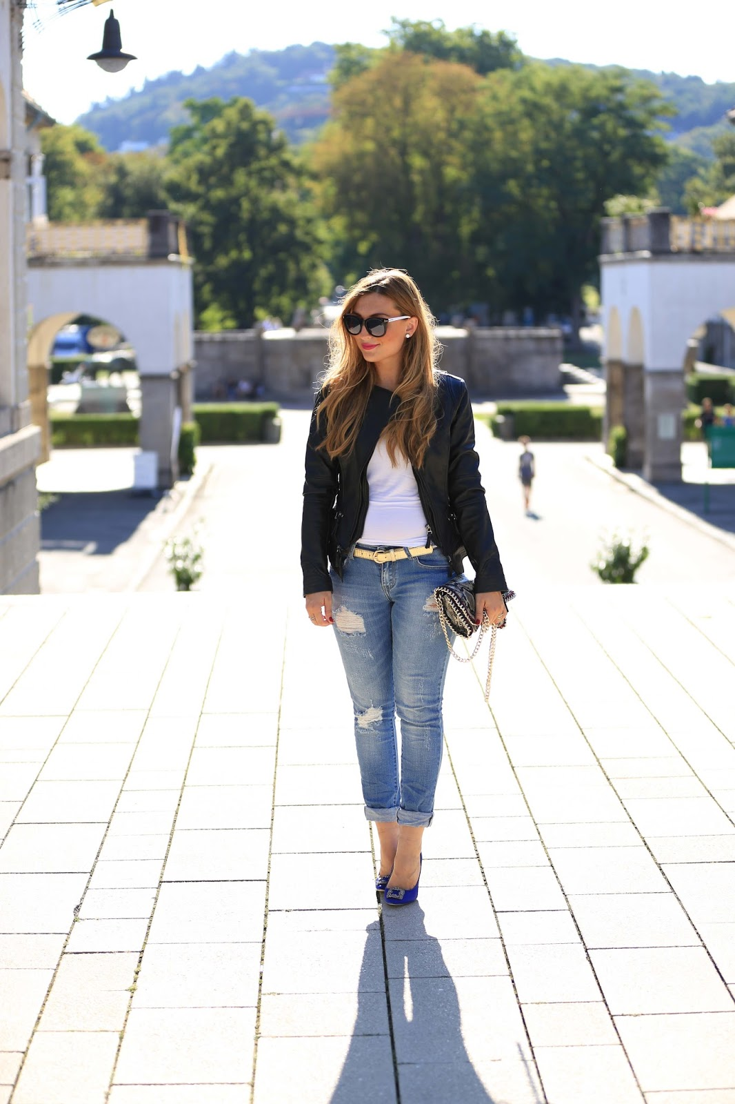Kroko Tasche - Fashionblogger-Muenchen-Berlin-Lederjacke-frankfurt-Wolford-Minirock-Stiefeletten-roter-Lippenstift-blaue High Heels