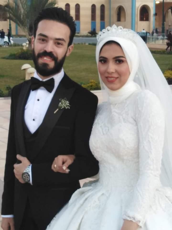 الصحفى محمد عوض يهنئ شقيقته بحفل زفافها