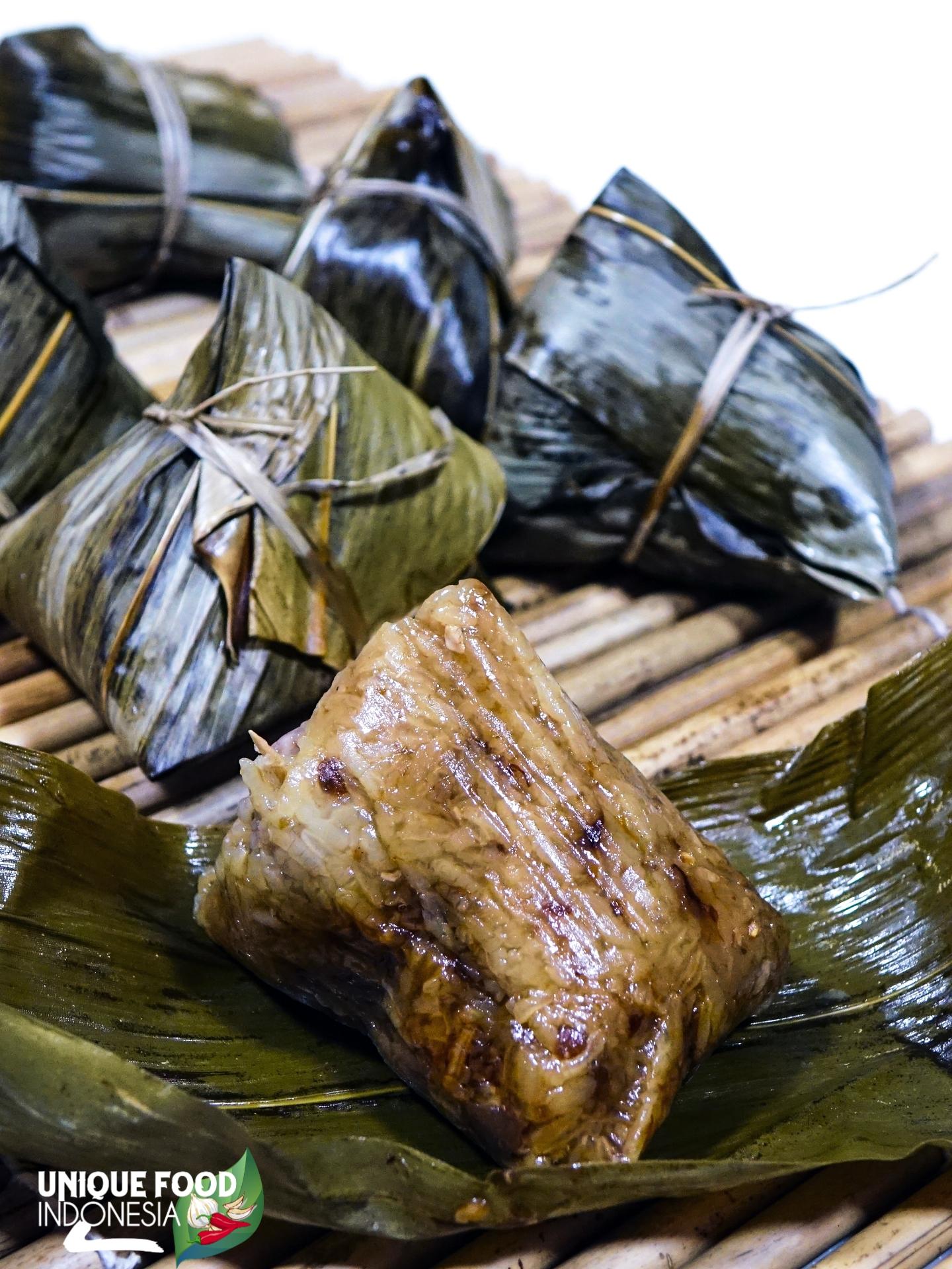 Botok Tawon The Unique Food And Delicious Wasp Larvae Unique Food Indonesia