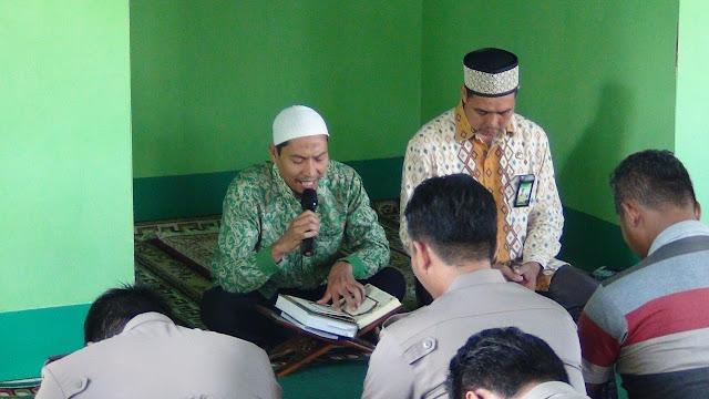 Ruqyah dan Suasana Religius Hingga Teteskan Air Mata