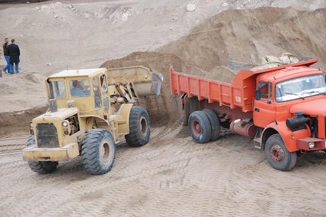 عدم احترام دفاتر تحملات مقالع الرمال يُلحق الضرر بالمغاربة والطبيعة
