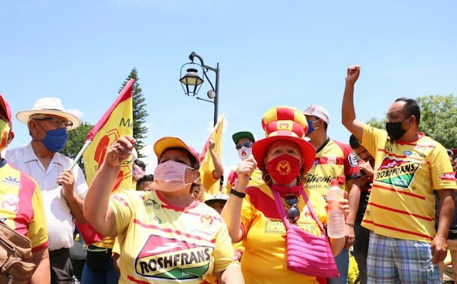 A PESAR DE LA PANDEMIA DEL CORONAVIRUS, AFICIONADOS DE MORELIA SE REUNIERON PARA ALZAR PROTESTA