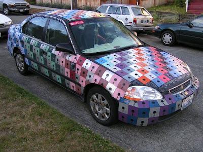 Auto, divertido y ridículo con disquetes