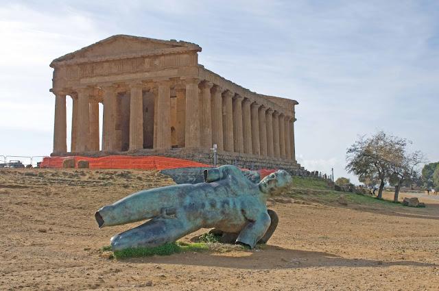 Igor Mitoraj rzeźba na Sycylii, Agrigento dolina świątyń