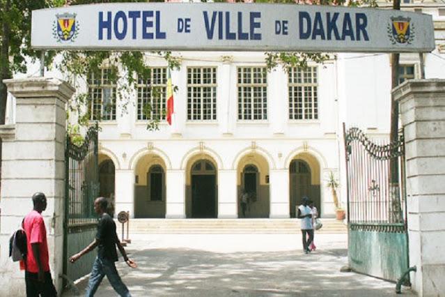 L'hôtel de ville de Dakar remarquable grâce à son architecture classique : Tourisme, hôtel, ville, mairie, visite, monument, bâtiment, demande, documents, papiers, administration, événement, mariage, LEUKSENEGAL, Dakar, Sénégal, Afrique