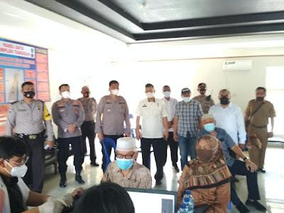 Kapolsek Medan Area Pantau Pelaksanaan Vaksnasi Covid-19 di Perumahan Menteng