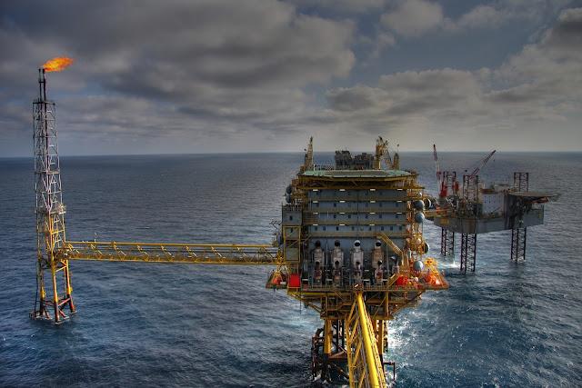 Harga minyak dunia jatuh siapa yang diuntungkan