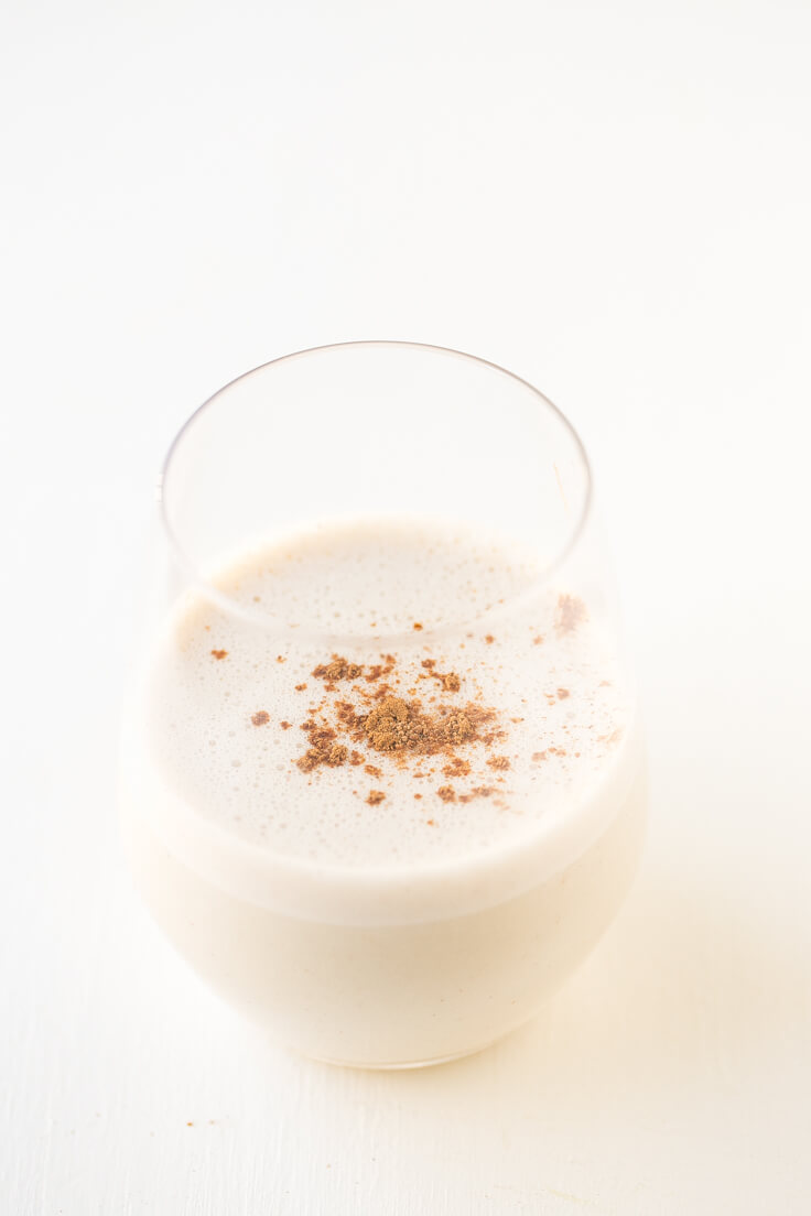 Vegan Eggnog Recipe | Eggnog is a typical North American drink and is very sweet and creamy. It is characteristic of Christmas, and it is delicious.