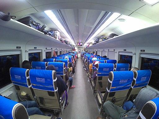 Interior Kereta Api Sancaka