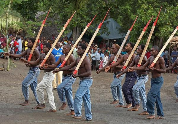 Ritual baris-berbaris penganut agama kargo