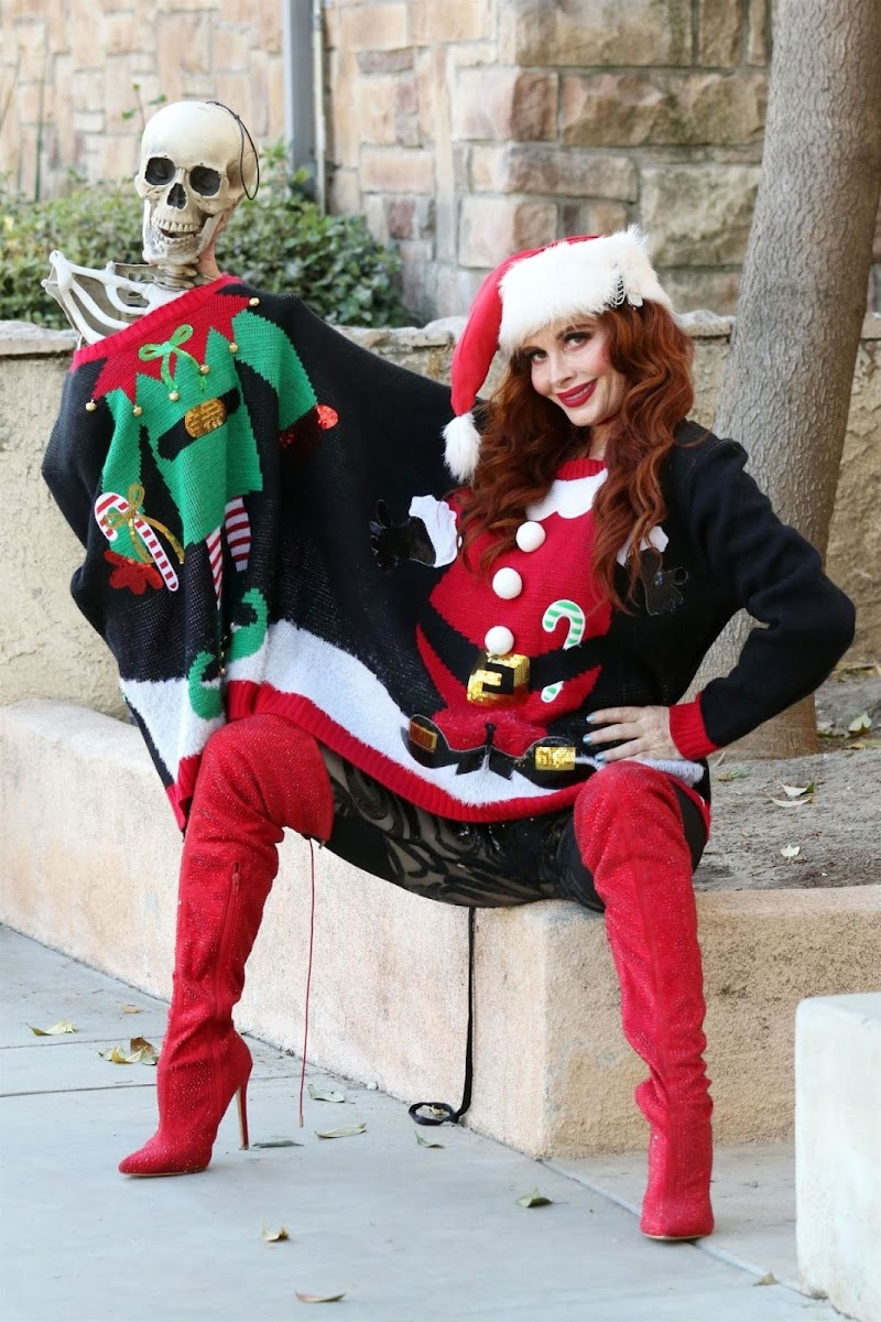 Phoebe Price Clicked in a Christmas Sweater Out in Los Angeles 17 Dec-2020