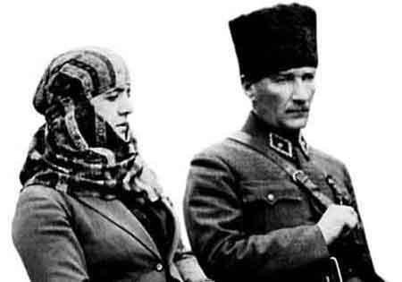 Ο έκλυτος βίος και ο μαρτυρικός θάνατος του Κεμάλ, που οι Τούρκοι θέλουν να κρύψουν