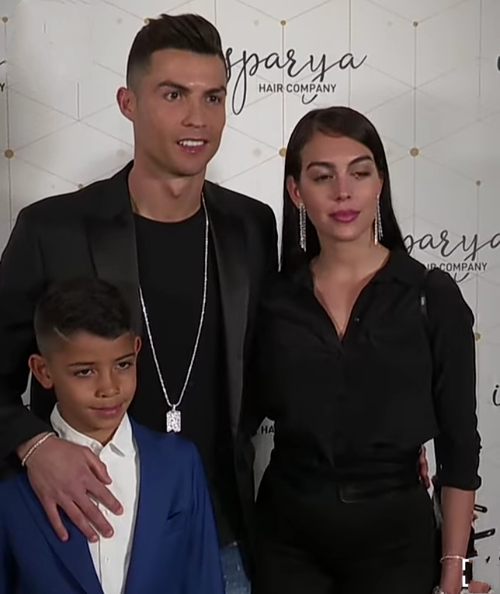 Ronaldo with Faimily photo