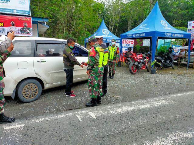 Pos Penyekatan PPKM Level lV Dilakukan Personel Jajaran Kodim 0207/Simalungun Bersama Dinas Terkait