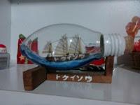 miniatura-de-barco-na-lâmpada