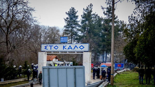 Χιλιάδες πρόσφυγες και μετανάστες στις Καστανιές: Χαοτικές καταστάσεις και ακροδεξιά fake news