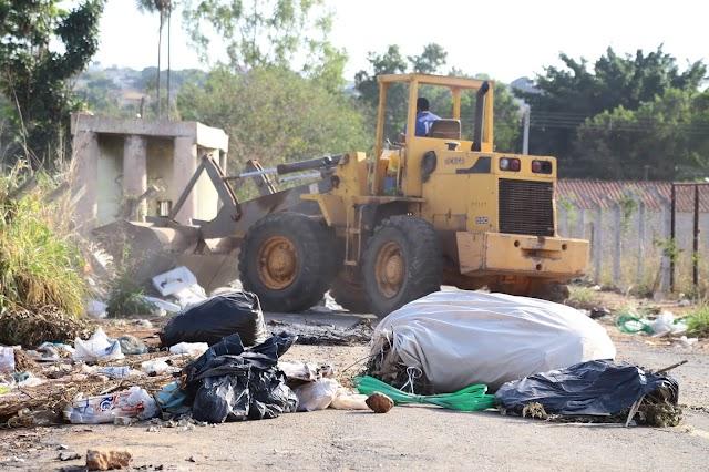 Prefeitura de Aparecida limpa lotes baldios; Denuncie o descarte irregular de lixo
