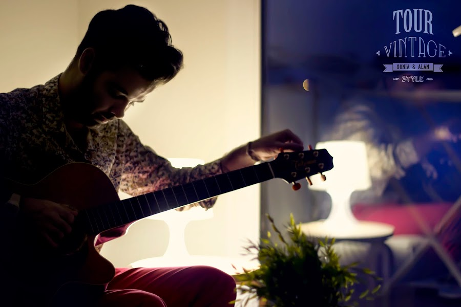 Afinando guitarra. Tuning guitar