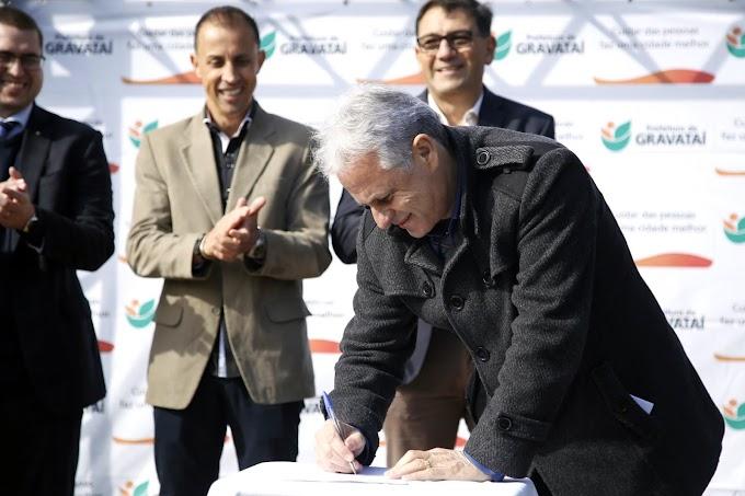 Marco Alba assina ordem de início da pavimentação da Estrada Municipal