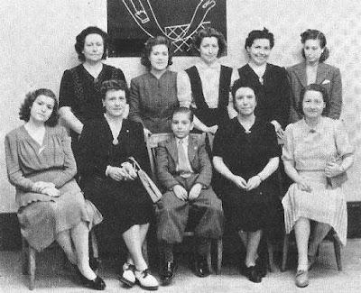 Ajedrecistas femeninas participantes en unas simultáneas dadas por Arturito Pomar en 1943