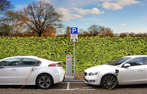 Cómo invertir en el coche eléctrico