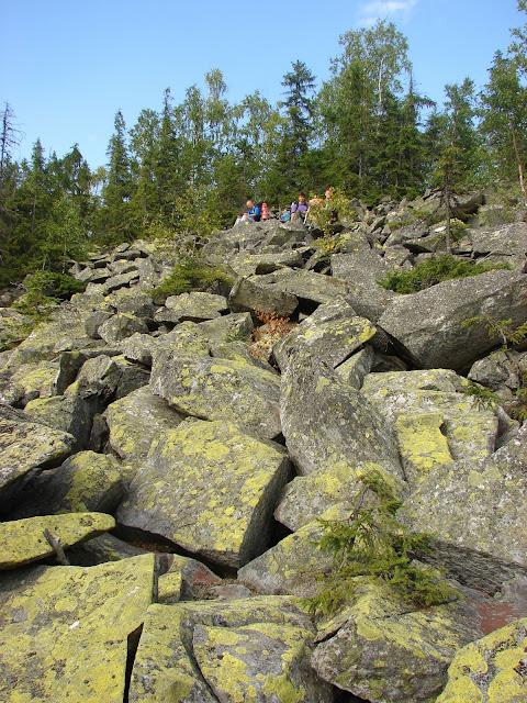 Камни на хребте Чортка