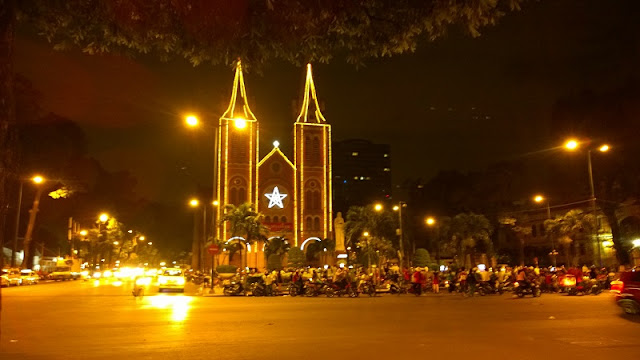 They - foreigners living in Vietnam and how they celebrate Christmas in Vietnam? 3