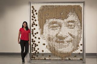Retrato de Jackie Chan por Red Hong Yi con palillos de bambú