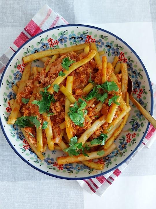Szparagowa fasolka z mięsem mielonym i pomidorami
