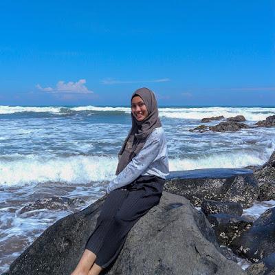 Foto Pantai Jayanti : Foto Batuan Pantai Jayanti