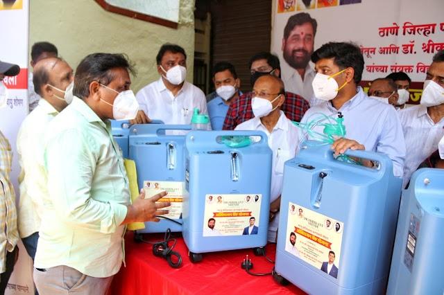 खासदार डॉ. श्रीकांत शिंदे फाउंडेशनच्या वतीने कोविड रुग्णांना ऑक्सिजन कॉन्सट्रेटर मशीनचे वाटप