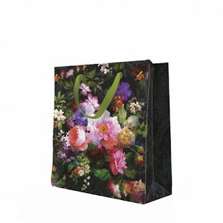 https://www.pinkdrink.pl/sklep,106,12815,torba_na_prezent_dark_flowers_33cm.htm