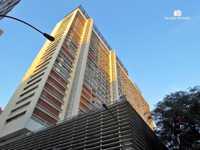 Vista ampla da fachada posterior do Conjunto Nacional - Cerqueira César - São Paulo