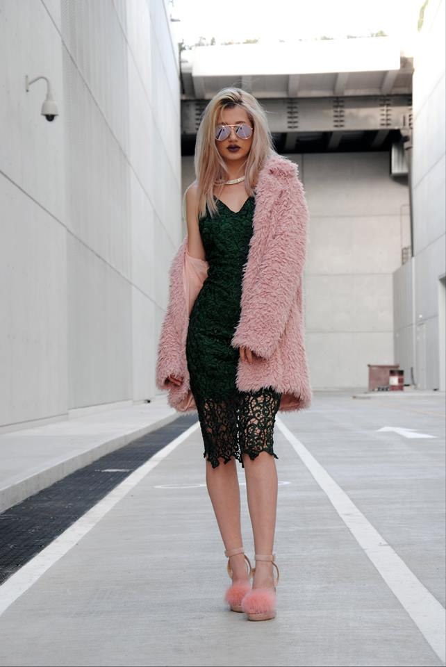pink faux fur outfits