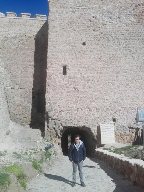 Harun İstenci Kastamonu Kalesi'nin giriş kapısında. - Mart 2019