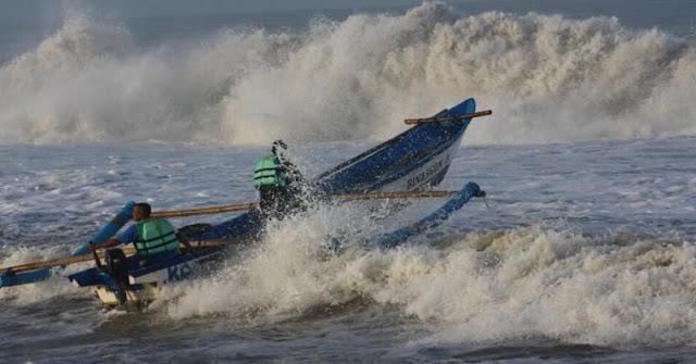 Gelombang Laut dengan Ketinggian Enam Meter Masih Mengancam Perairan Indonesia
