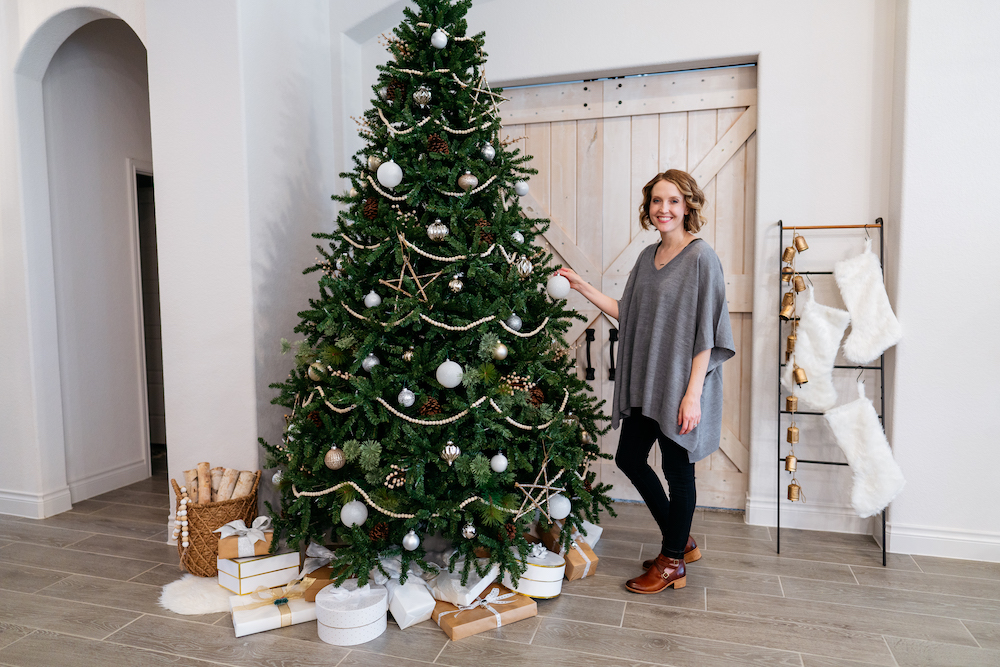 modern Christmas tree, minimal Christmas tree, minimal Christmas decorations, minimal Christmas decor, minimal holiday decor, minimal holiday decorations, Treetopia tree, Treetopia design council, Austin blogger, Jesse Coulter blog, gold and silver ornaments, stocking ladder, modern stockings, modern Christmas decor, modern Christmas decorations, modern holiday decor, modern farmhouse, gold and silver Christmas decorations, holiday home tour, Texas blogger, interior design, 9 foot tree, 9 foot Christmas tree, wood garland, fake Christmas tree, faux Christmas tree, Christmas entryway, Christmas home tour, holiday home tour, minimalist home tour, minimalist Christmas decor, Christmas front door decor, Christmas front porch, front porch garland, Christmas kitchen
